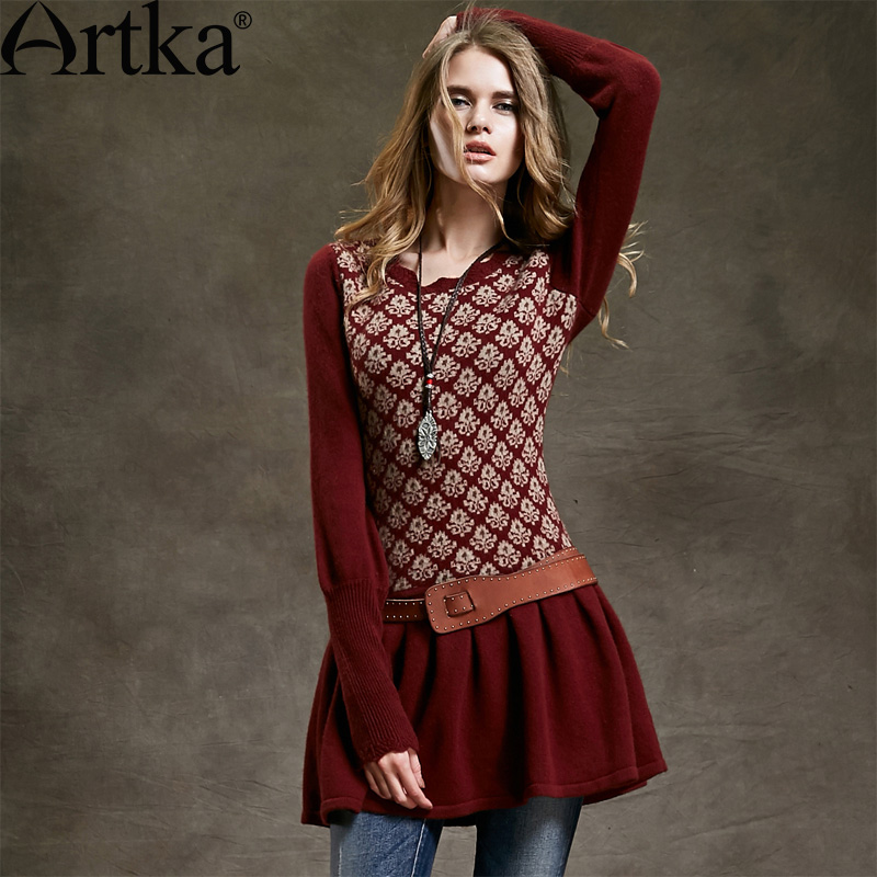 Утепленное осеннее платье-туника с длинными манжетами и расклешенной юбкой