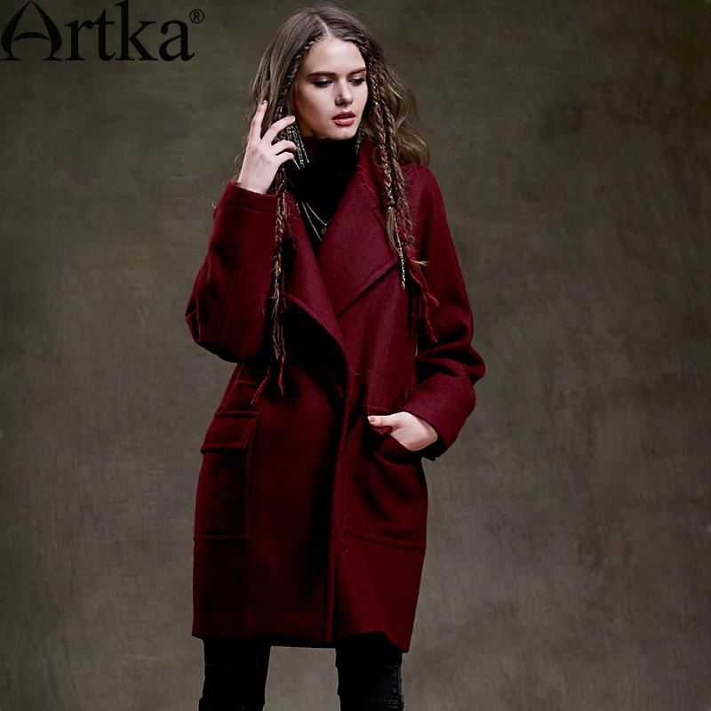 Яркое пальто средней длины с отложным воротником и большими накладными карманами